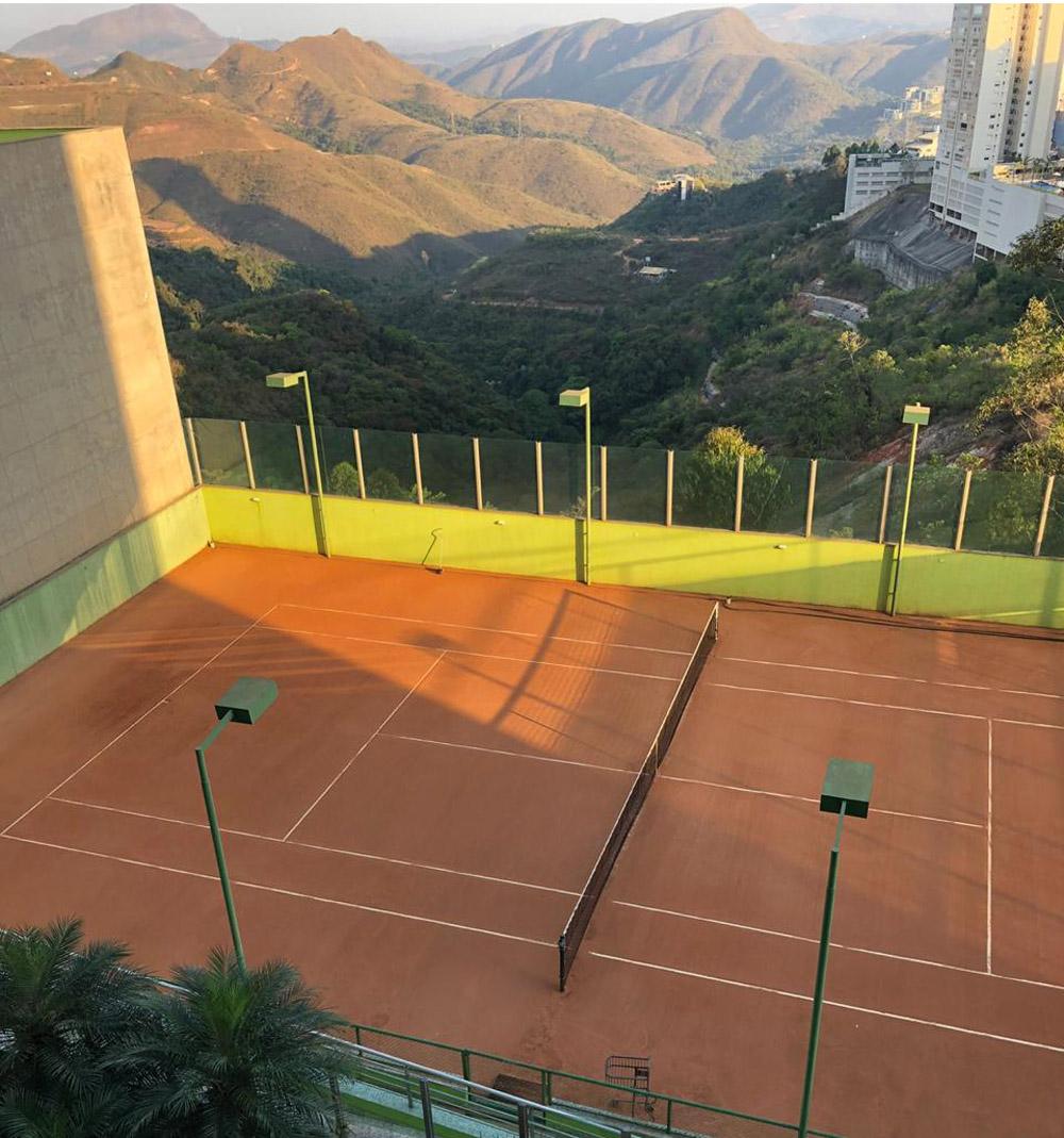 quadra de tenis de saibro vila da serra