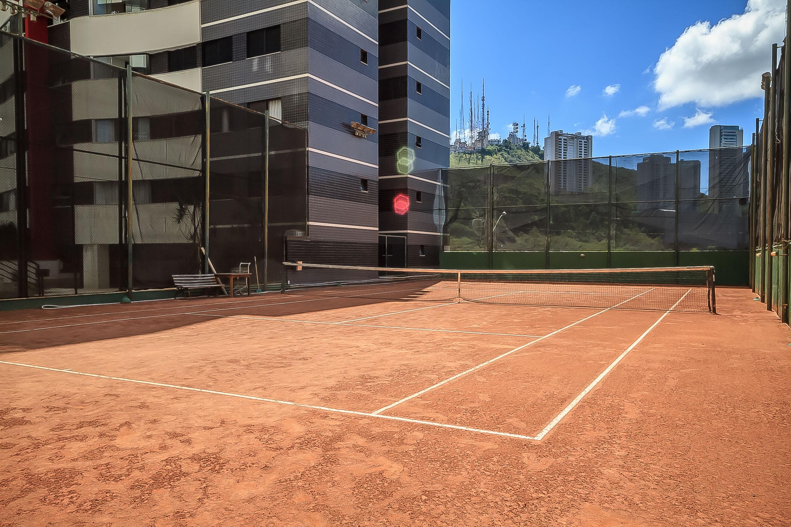 edificio alto da serra quadra de tenis