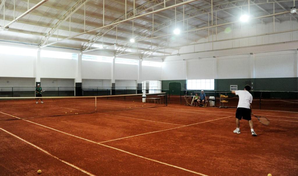 quadra de tenis vila da serra