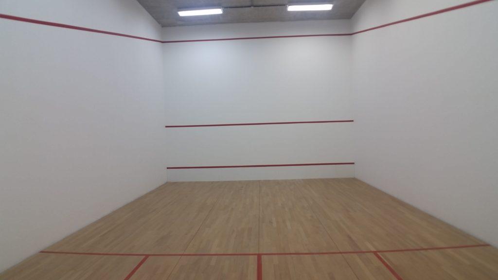 apartamento com quadra de squash no vale do sereno