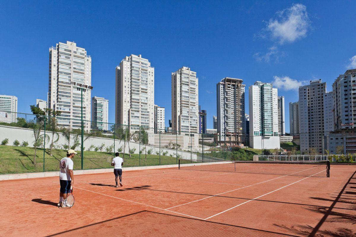 apartamento com quadra de tenis